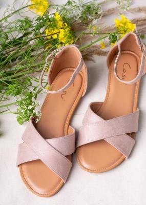 Beżowe sandały płaskie z zakrytą piętą