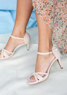 Beżowe sandały szpilki z zakrytą piętą