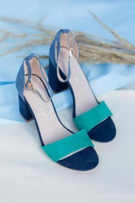 Granatowe sandały na słupku z zakrytą piętą