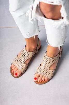 Beżowe sandały płaskie ażurowe