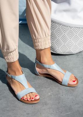 Niebieskie sandały płaskie z zakrytą piętą