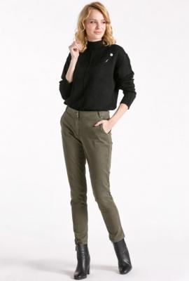 Materiałowe spodnie z wąskimi nogawkami
