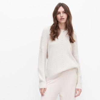 Reserved - Sweter z ażurowym wzorem - Kremowy