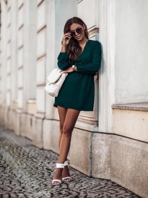 Lekka Sukienka w Serek z Gumką w Talii - Zielona