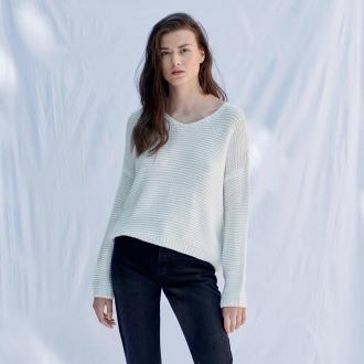 Sinsay - Sweter z dekoltem w szpic - Kremowy