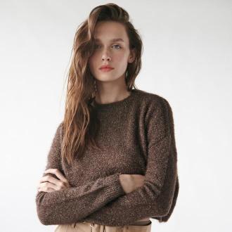 Sinsay - Puszysty sweter z błyszczącą nitką - Brązowy