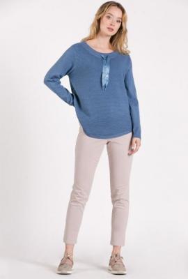 Sweter z ozdobnymi troczkami