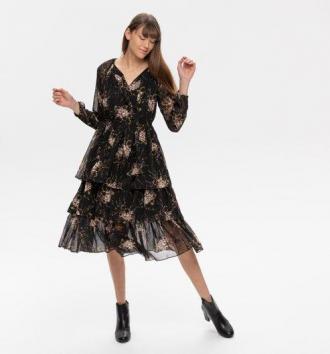 Wzorzysta sukienka z falbanką