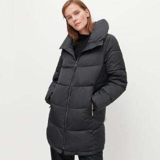 Reserved - Ocieplany płaszcz z pikowaniem - Czarny