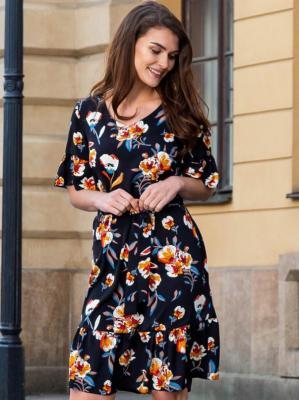 Sukienka trapezowa AMBROZJA ozdobne falbanki czarna w kolorowe kwiaty PROMOCJA