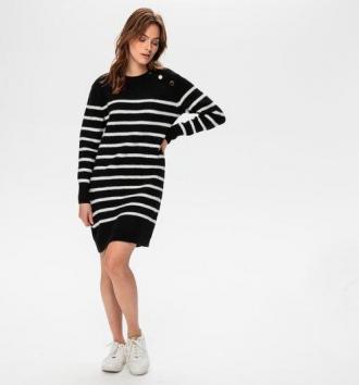Swetrowa sukienka w paski