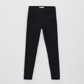 Cropp - Jeansy skinny z przetarciami - Czarny