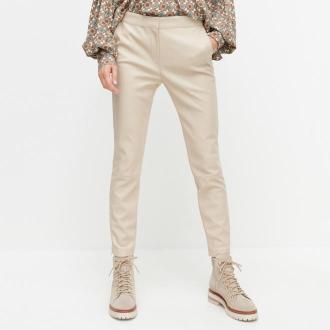 Reserved - Spodnie z imitacji skóry - Beżowy
