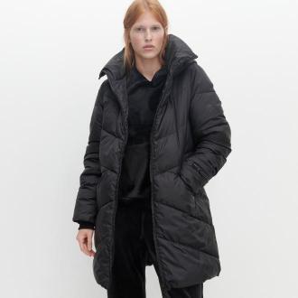 Reserved - Ocieplany płaszcz z kapturem - Czarny