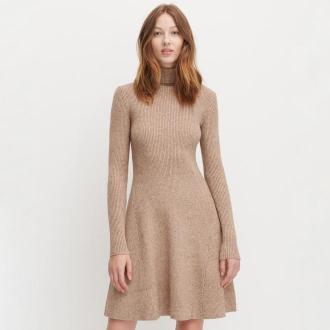 Reserved - Dzianinowa sukienka z golfem - Beżowy