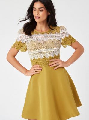 Musztardowa sukienka z koronką Little Mistress - S