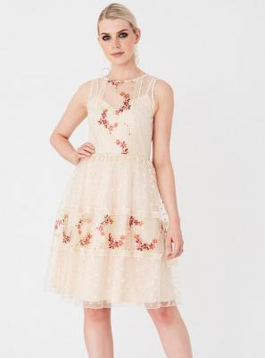 Beżowa sukienka z haftem Little Mistress - XS