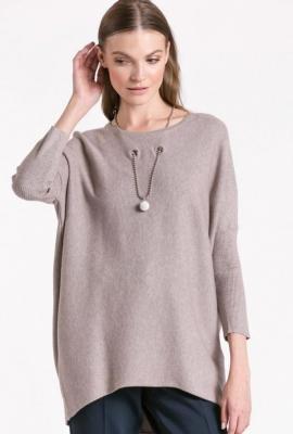Prążkowany sweter z łańcuszkiem