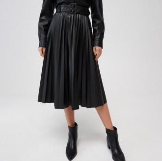 Mohito - Plisowana spódnica z imitacji skóry - Czarny
