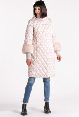 Płaszcz z drobnym pikowaniem
