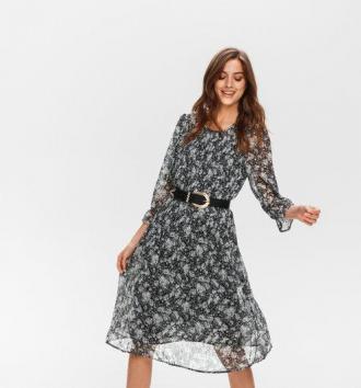 Plisowana sukienka we wzory