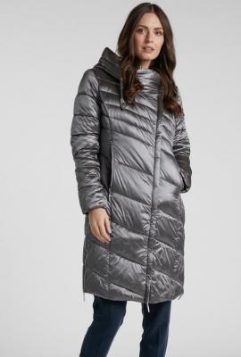 Połyskujący pikowany płaszcz