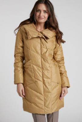 Pikowany płaszcz z kieszeniami