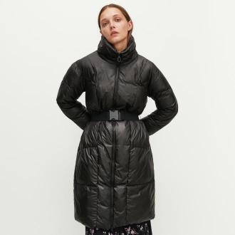 Reserved - Płaszcz z paskiem i wysokim kołnierzem - Czarny