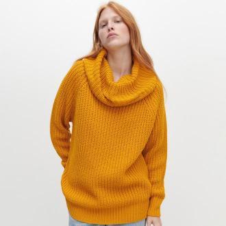 Reserved - Sweter z luźnym golfem - Żółty