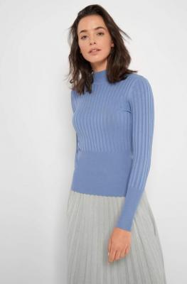 Prążkowany sweter z golfem