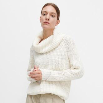 Reserved - Sweter z luźnym golfem - Kremowy