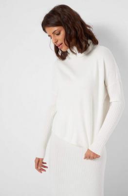 Wiskozowy sweter z golfem
