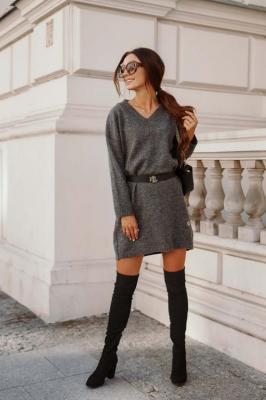 Swetrowa Sukienka -Tunika z Dekoltem V - Grafitowa