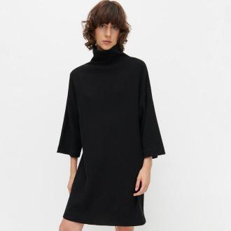 Reserved - Dzianinowa sukienka z golfem - Czarny
