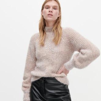Reserved - Sweter z domieszką błyszczącej nitki - Różowy