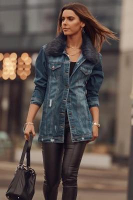 Jesienna kurtka jeansowa z granatowym futrzanym kołnierzem 99700