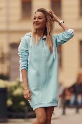 Ocieplana sukienka sportowa z kapturem niebieska FI558