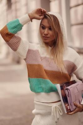 Damski komplet swetrowy w kolorowe pasy kremowy 321815