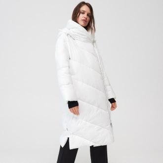 Mohito - Pikowany płaszcz z kapturem - Biały