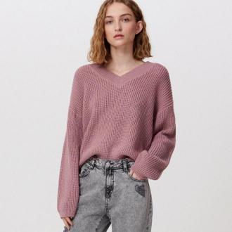 Cropp - Sweter z dekoltem V - Różowy