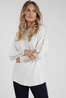 Sweter z wzorem na rękawach