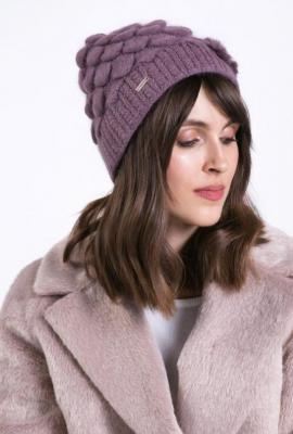 Zimowa czapka z ozdobą
