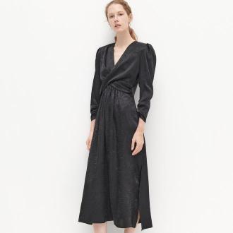 Reserved - Sukienka z marszczonej tkaniny - Czarny