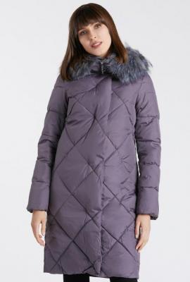 Długi, pikowany płaszcz z futerkiem