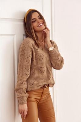 Sweter damski w ażurowe serduszka cappuccino 321935