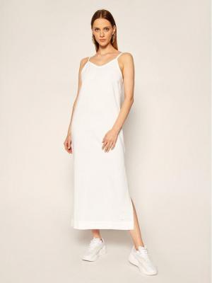 Nike Sukienka dzianinowa Sportswear CJ3750 Biały Standard Fit