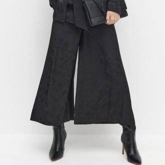 Reserved - Szerokie spodnie z kwiatowym motywem - Czarny