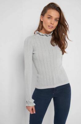 Ażurowy sweter z golfem