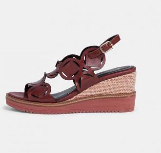 Tamaris wiśniowe skórzane buty na koturnie - 38