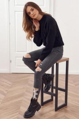 Modne spodnie jeansowe z dziurami na przodzie grafitowe 2136